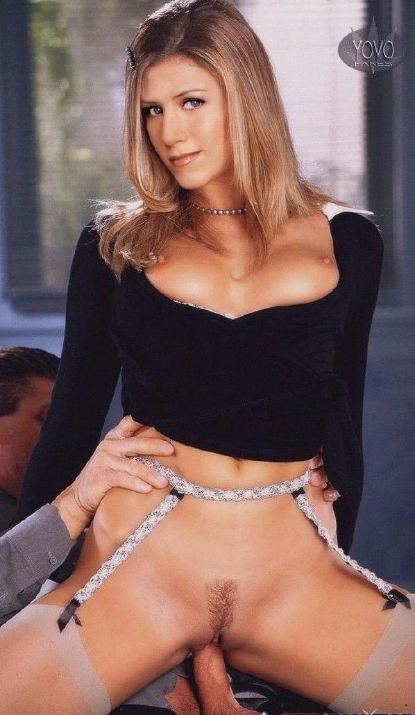 Jennifer Aniston nude. Photo - 65