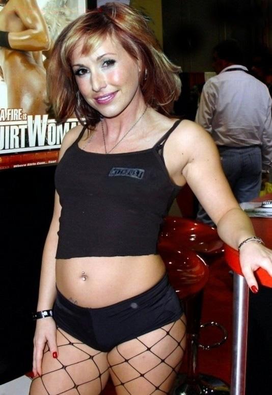 Кэри Байрон голая. Фото - 10