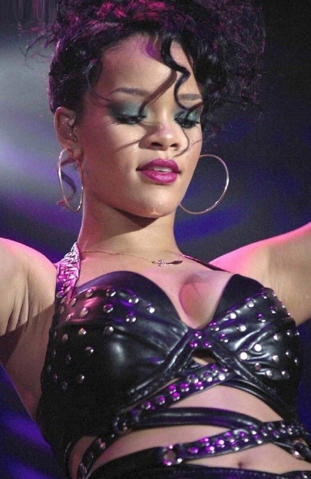 Rihanna Nackt. Fotografie - 2