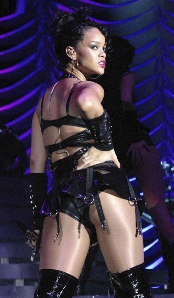 Rihanna Nackt. Fotografie - 3