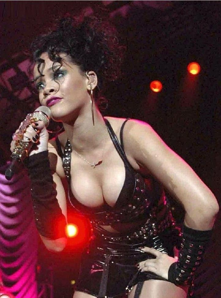 Rihanna Nackt. Fotografie - 4