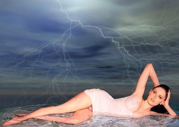 Роуз Макгоуэн голая. Фото - 28